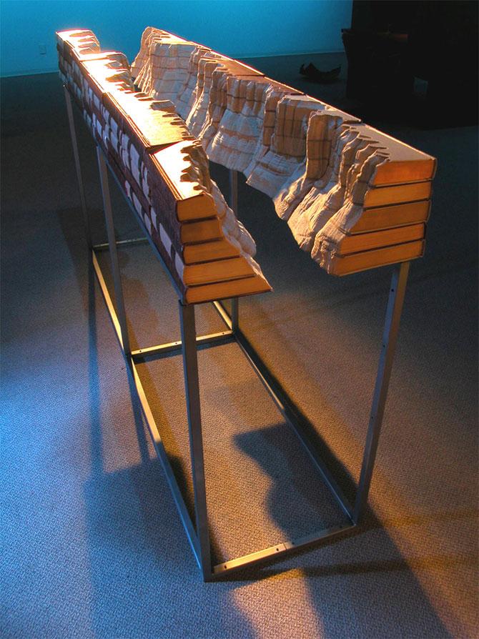 Скульптура из книг